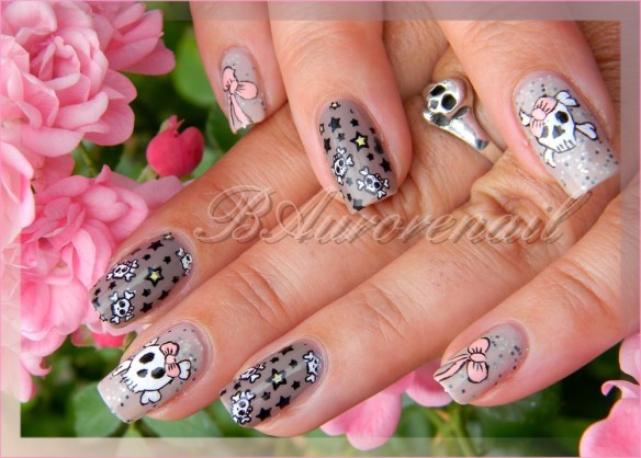 nail art tete de mort romantique 1